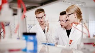 Drei Laboranten