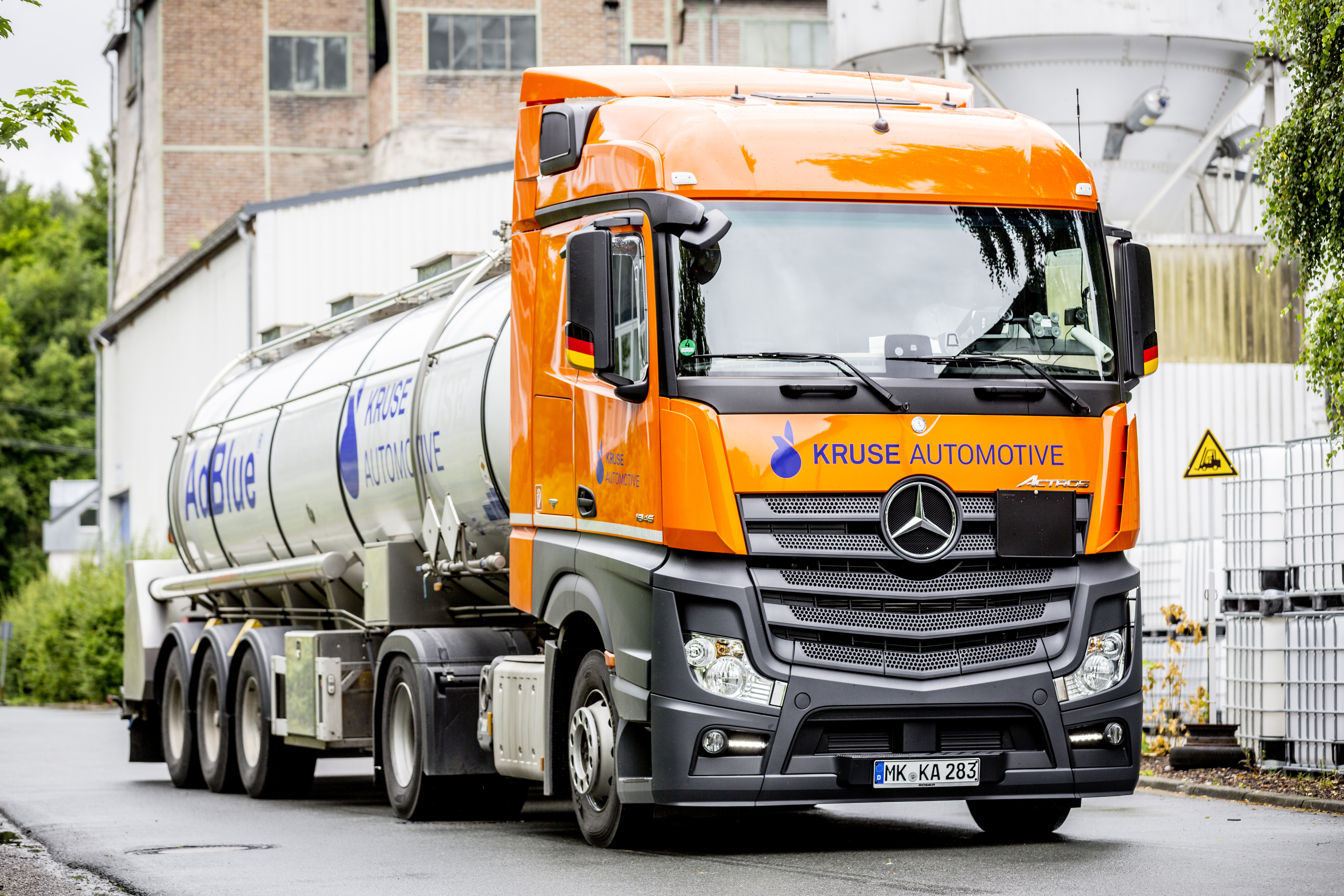 AdBlue Raod Tanker for bulk delivery