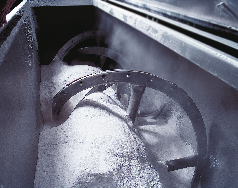 Powder mixing manufacturing engine