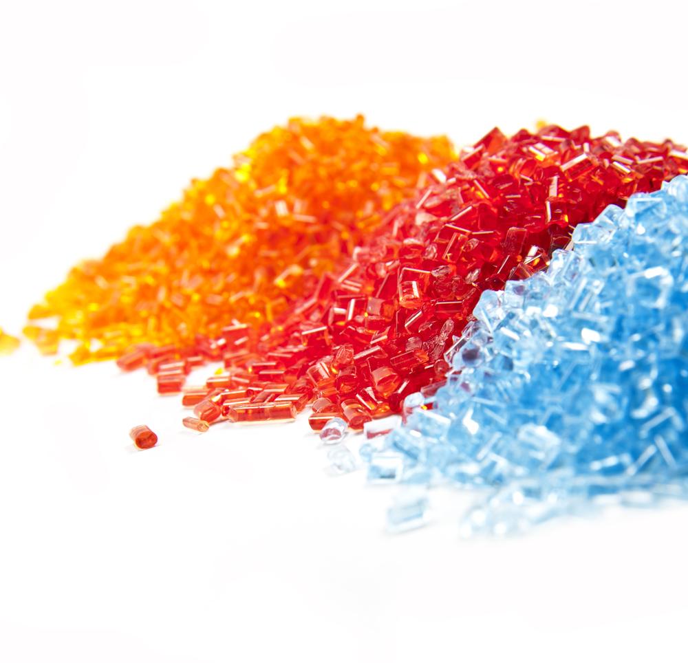 Kunststoffgranulate in drei Farben