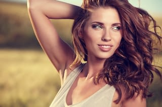Hübsche Frau mit perfekter Haut